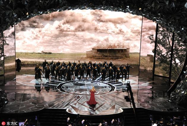 舞台结合LED大屏幕打造令人震撼的视觉体验
