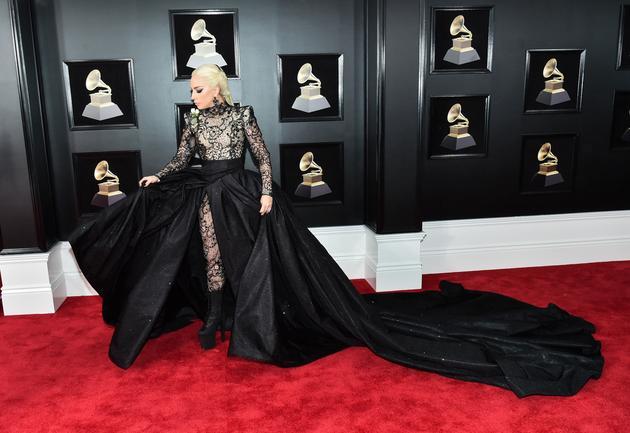 LadyGaga 身着Armani阿玛尼 Prive高级定制蕾丝透视礼服裙