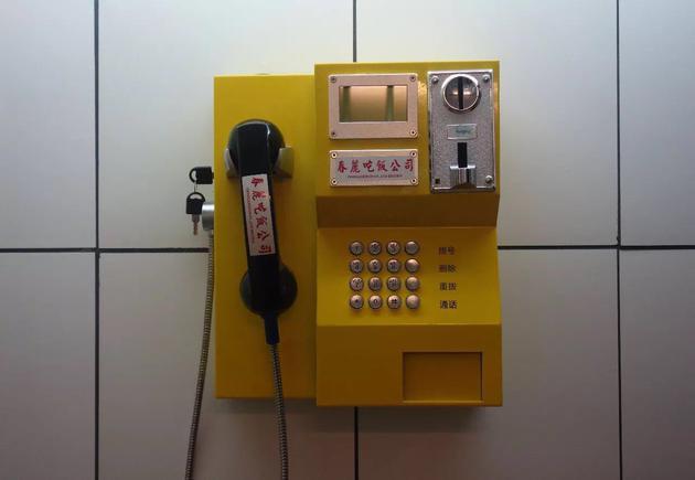 复古的街头电话
