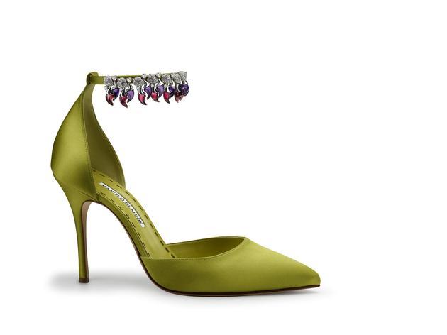 宝格丽与著名鞋履设计师Manolo Blahnik先生共同打造的璀璨珠宝高跟鞋