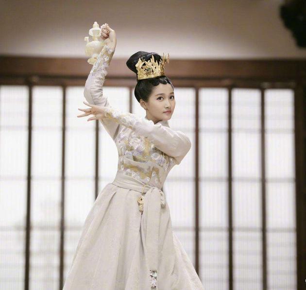 关晓彤还要穿古装跳舞