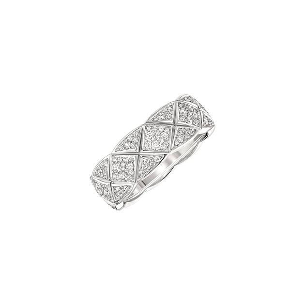 香奈儿COCO CRUSH系列白18K金铺镶钻石戒指(精致款)¥79,200