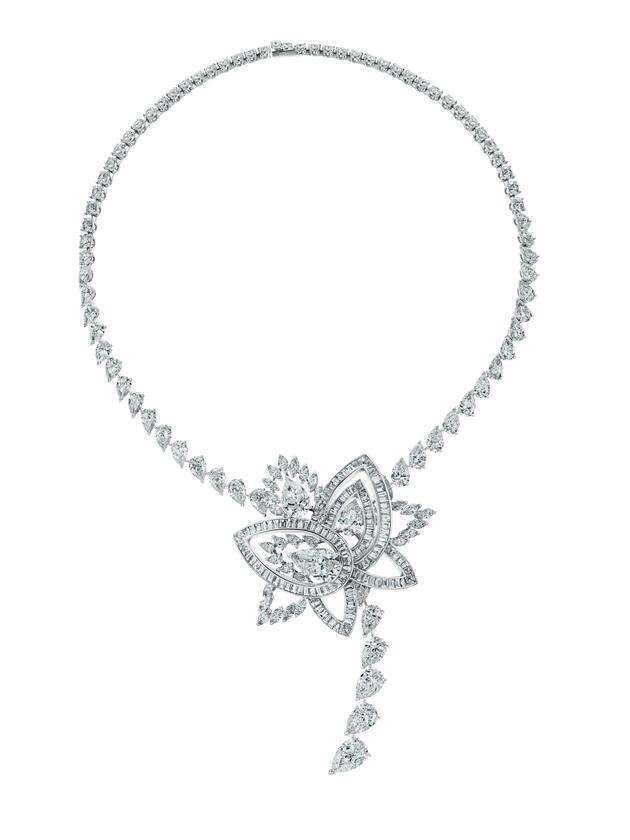 Lotus by De Beers高级珠宝系列Blooming Lotus绽放莲花项链