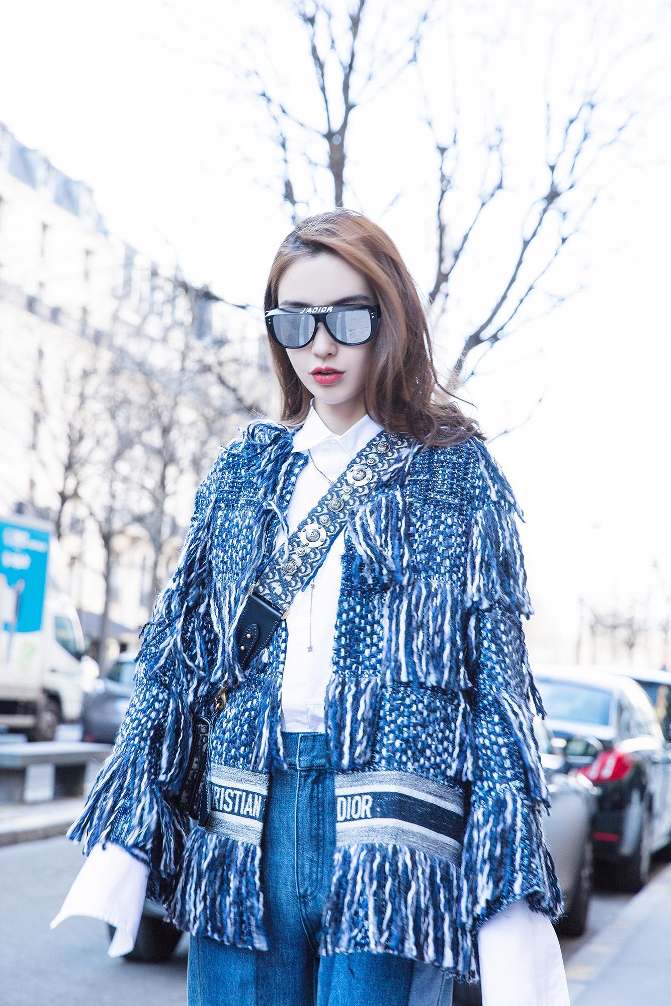 Angelababy现身巴黎街头 轻松牛仔风演绎春日酷女孩