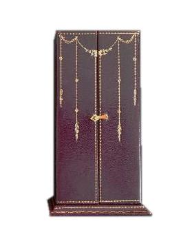 CHAUMET美好年代采用纹皮、丝绒、真丝、烫金与镀金黄铜扣环打造的前开式珠宝盒