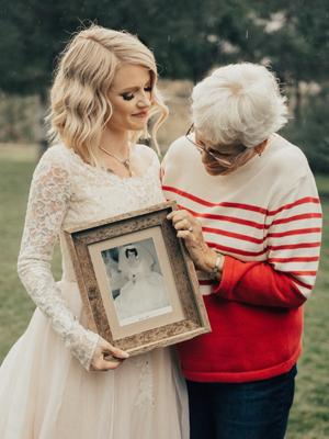新娘穿奶奶55年前婚纱出嫁