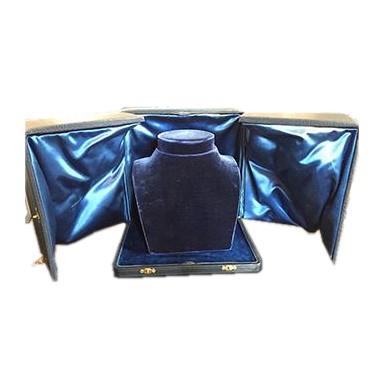 CHAUMET六零年代采用蓝色摩洛哥皮革、丝绒打造的前开式珠宝盒