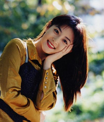 46岁李英爱冻龄美颜惹尖叫