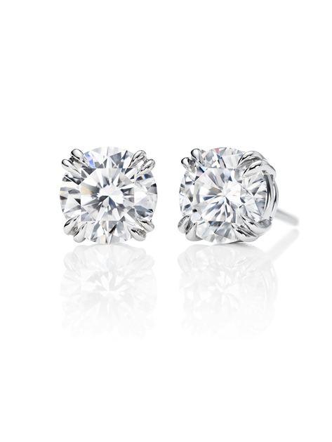 海瑞温斯顿圆形明亮式切工钻石耳钉;总重约8克拉,悉心镶嵌于铂金底座。