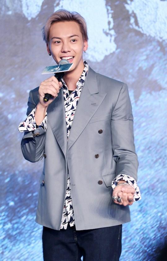 陈伟霆身着Marni 2018春夏男装系列于北京出席新电影《战神记》定档发布会