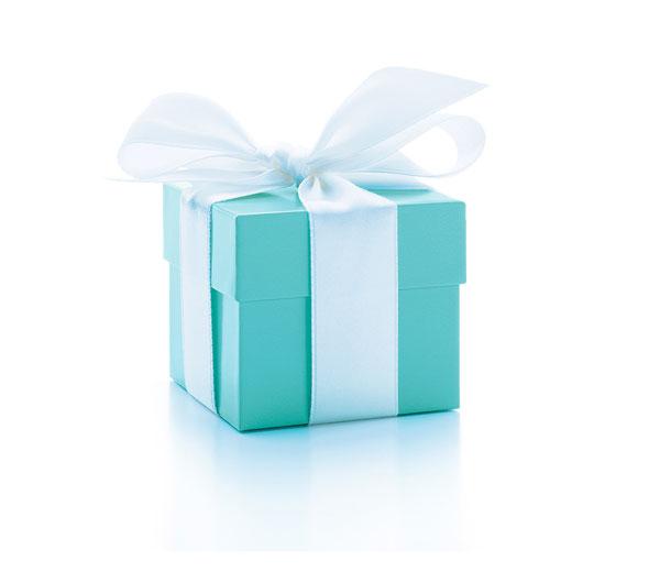 轻系白色缎带的Tiffany Blue Box蒂芙尼蓝色礼盒是格调与雅致的象征。