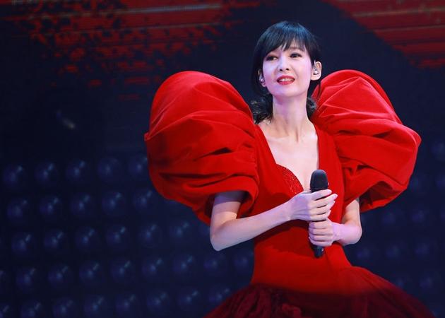 周慧敏30周年演唱会百变造型惊艳亮相