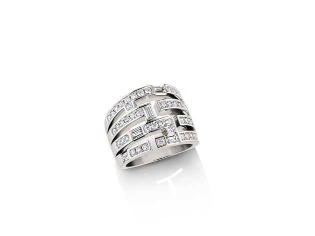 海瑞温斯顿Traffic系列钻石戒指;总重约1.49克拉,悉心镶嵌于铂金底座。