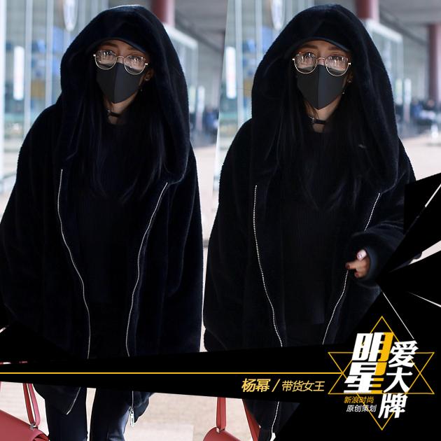 带货第一波 杨幂酷黑造型帅炸机场