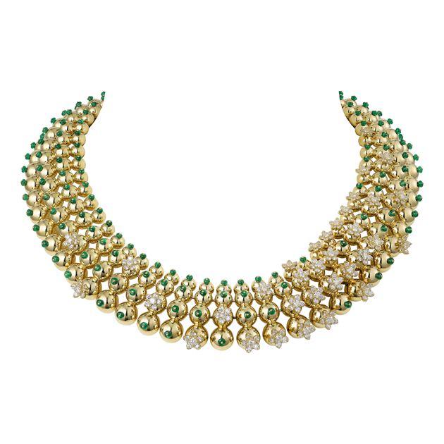 知名演员马伊琍女士佩戴CACTUS DE CARTIER系列项链和戒指
