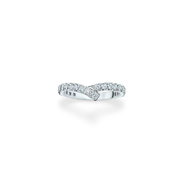 海瑞温斯顿极细微密钉镶嵌钻石线戒。总重约0.73克拉,悉心镶嵌于铂金底座。