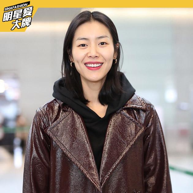 刘雯机场甜笑