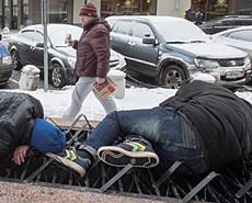 俄经济危机:流浪汉冰天雪地宿街头