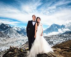 上珠峰拍绝美婚照 小夫妻完成壮举