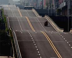 重庆现波浪形公路 司机称腾空很刺激