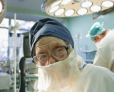 惊叹!90岁高龄的外科主刀医生