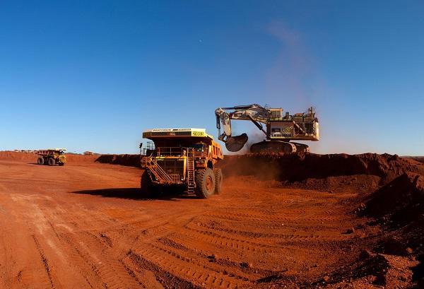 收评:铁矿石大涨5%、玻璃涨逾3% 原油、甲醇跌逾3%