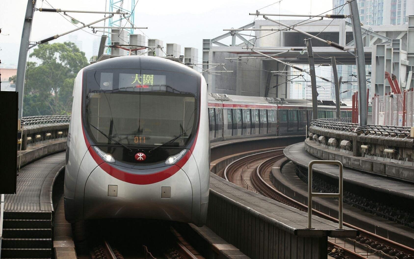 港铁中环事故列车被拖走 荃湾线全线?#25351;?#27491;常通行