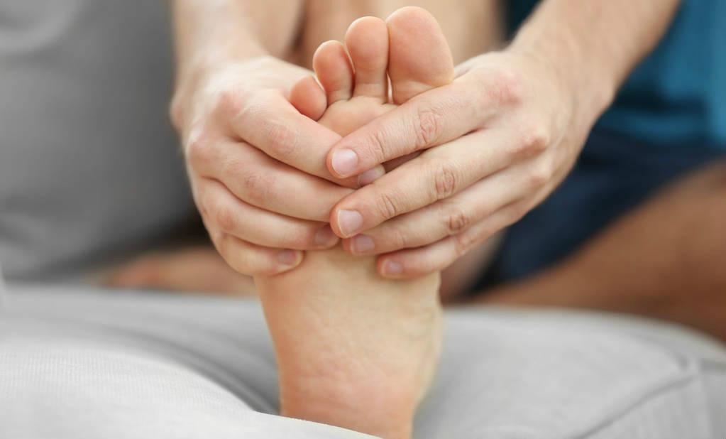 夏季话痛风:痛风虽然表现在关节 却属于全身性疾病