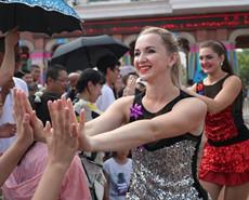 俄罗斯美女列娜的中国劲舞生活