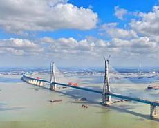 世界首座主跨超千米两用斜拉桥合龙
