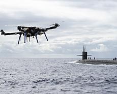 """美军尝试用无人机给核潜艇""""送快递"""""""