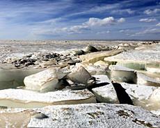 壯觀!中國內陸最大咸水湖冰凌堆砌
