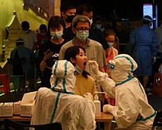 廣州:民眾排隊核酸檢測