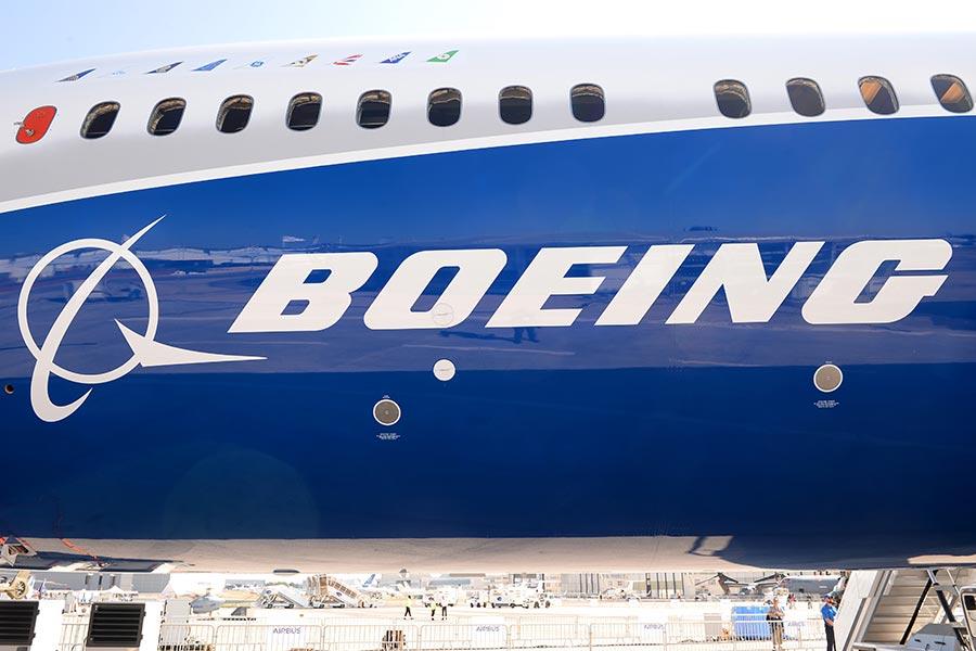 喜提新订单后 波音解除董事长职务为737MAX重飞清障