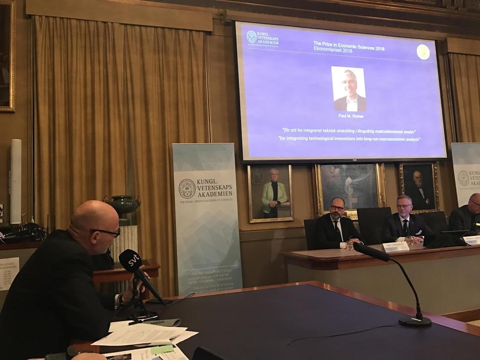 2018年诺贝尔经济_...罗默,以表彰他们在可持续经济增长研究领域做出的突出贡献. -今...