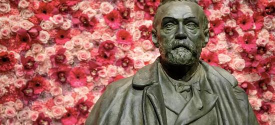诺贝尔纪念雕像