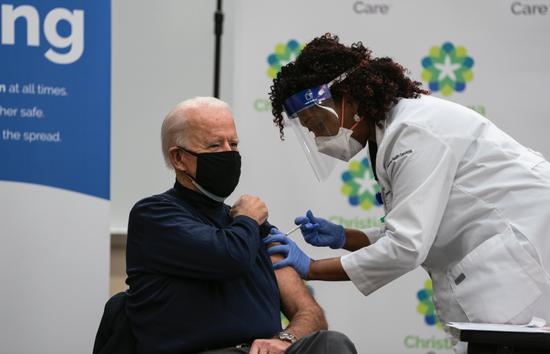 """新冠病毒现""""异常""""突变:传播速度快70% 疫苗激起的希望要破灭了?"""