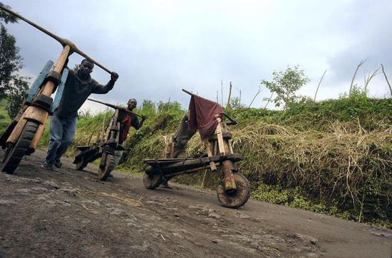 ▲ 非洲自制木质自行车