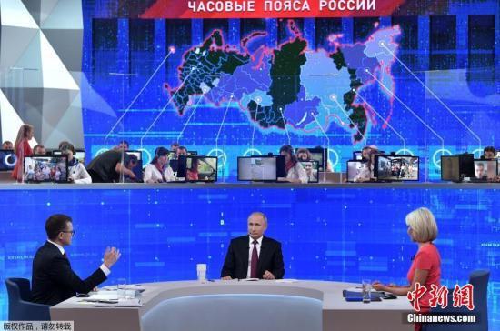 """當地時間6月20日,俄羅斯莫斯科,俄羅斯總統普京出席在新聞中心舉辦的""""與普京連線直播""""節目。"""