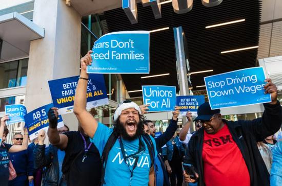 Uber和Lyft司机举行抗议活动 要求更好的工作条件