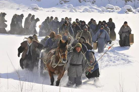 ▲闯关东、走西口和下南洋是近代中国三次规模较大的人口迁徙。图为影视剧《闯关东》剧照。