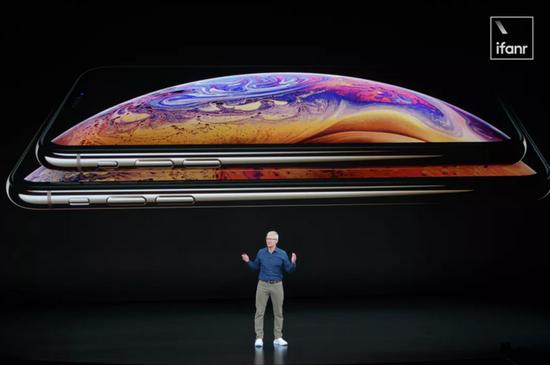 """""""苹果库克:我们从中国学会了做大屏iPhone和双卡双待"""