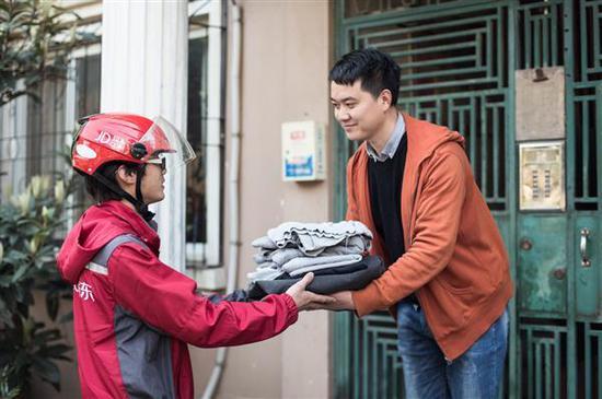 """京东发起""""旧衣回收""""计划,号召消费者共同参与可持续发展活动"""