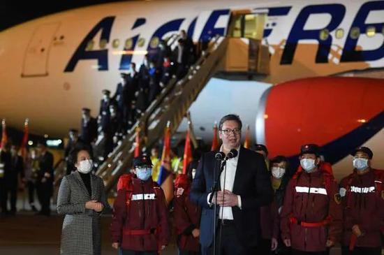 """各国""""高规格""""迎中国物资:巨无霸飞机自提 总理亲迎(图4)"""