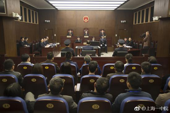 庭审现场图