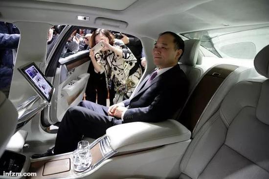 ▲2016年11月2日,上海,吉利董事长李书福出席沃尔沃旗下国产沃尔沃S90L发布会。(视觉中国/图)