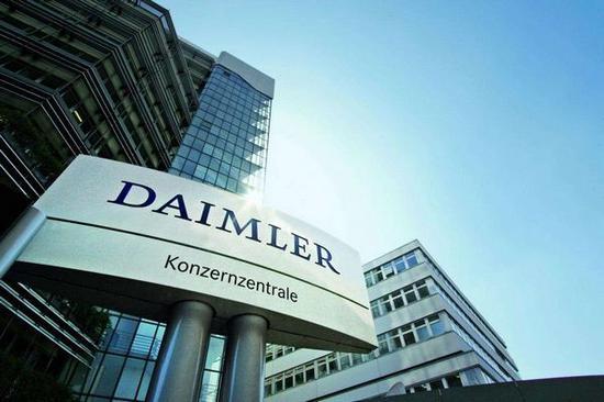 据外媒报道,日产表示仍将与戴姆勒合作,但由于目前美国市场存在诸多不确定因素,已暂停与戴姆勒联合研发豪华紧凑车。