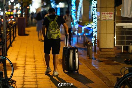GZ 摄于大阪,图为同样回不了国的同胞