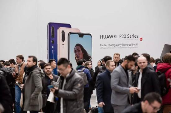 ▲今年,华为想凭借一款新智能手机大力推进美国市场。(《纽约时报》)