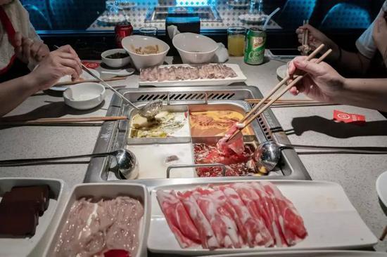 香港一家海底撈餐廳內